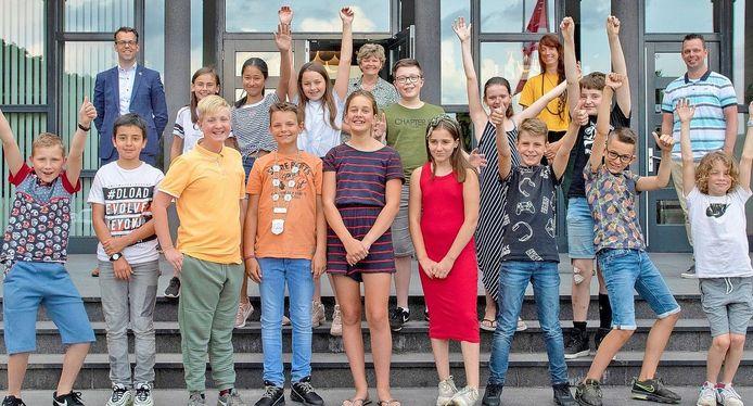 Burgemeester Derk Alssema van Gilze en Rijen heeft in de eerste honderd dagen veel contact gelegd in kleine groepjes. De laatste bijeenkomst van de jeugdgemeenteraad was een feestje op zich.