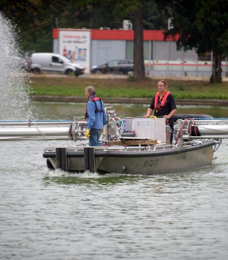 De IJzeren Man in Eindhoven gaat blauwalg te lijf met waterstofperoxide