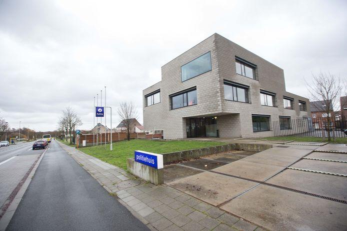 Het politiehuis in Liedekerke dat al sinds de opening te klein is.