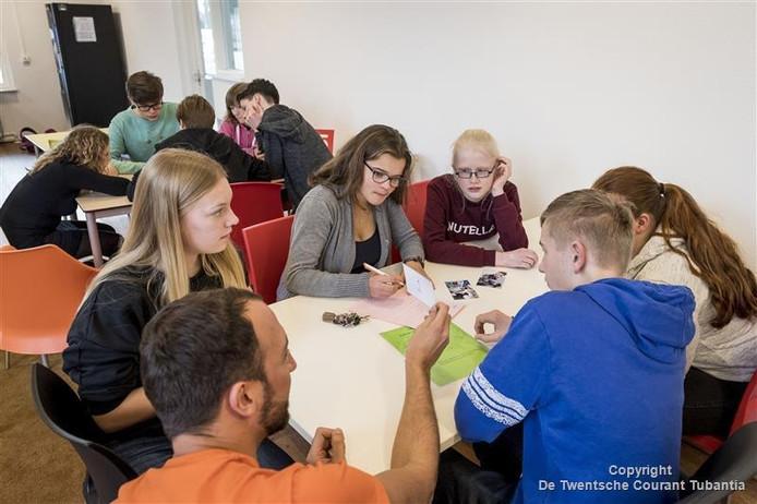 De Mach-mit-Mobil doet het Erasmus aan. Spelenderwijs leren de leerlingen de Duitse taal.