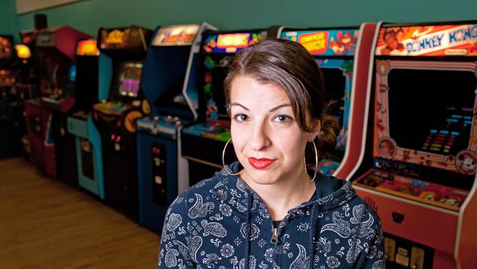 Aanhangers va n de uiterst conservatieve stroming GamerGate wisten de feministische critica Anita Sarkeesian uit haar huis te jagen. Zij vindt dat vrouwen in games te veel lustobject zijn.