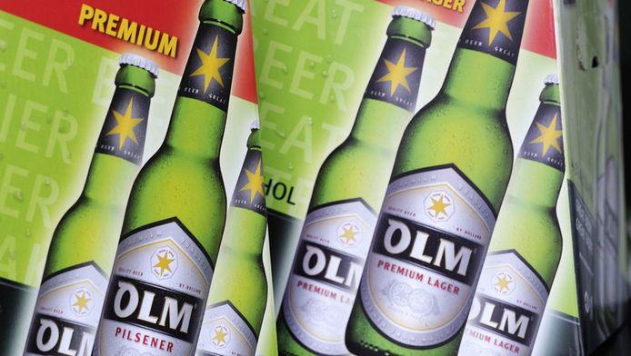 Dozen met flesjes bier van brouwerij Olm.