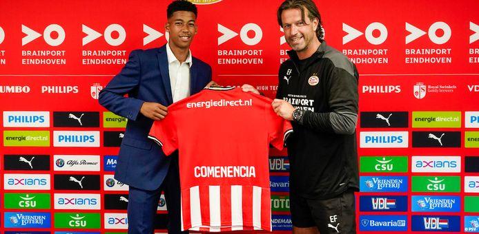 Livano Comenencia en Ernest Faber, hoofd jeugdopleidingen bij PSV.