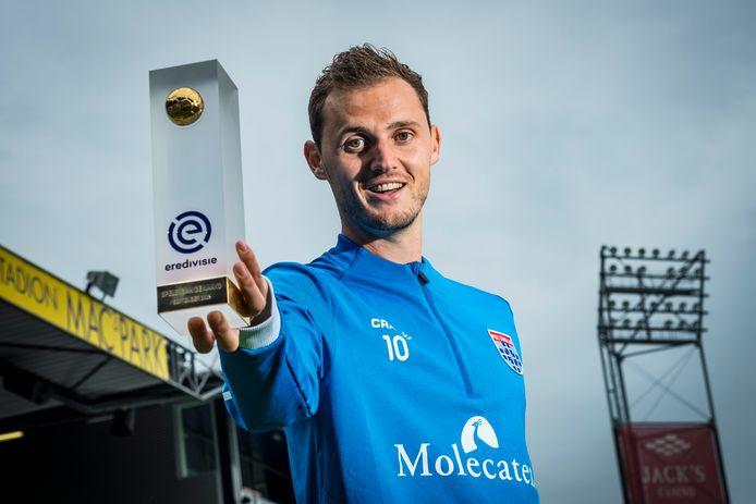 Clint Leemans werd deze week door de eredivisie gekozen tot beste speler van de maand september. Daarmee is hij de eerste speler van PEC Zwolle die deze prijs wint.