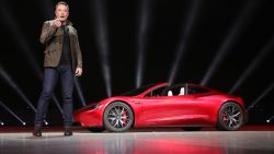 Kan het nog absurder? Elon Musk wil zijn rode Tesla Roadster naar Mars sturen