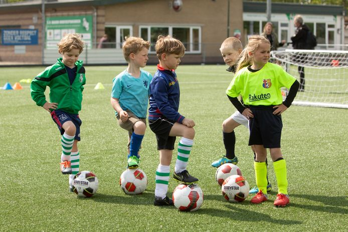Trainende jeugdvoetballers. Foto ter illustratie.