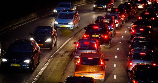 Ongeluk op A28 zorgt voor flinke vertraging tussen Wezep en Elspeet.