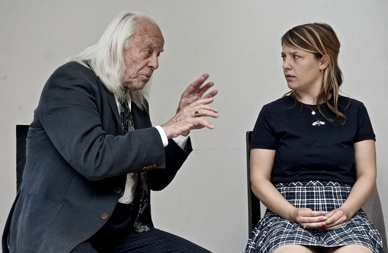 Bram van der Vlugt en Sarah Bannier in De Les van Eugène Ionesco. Beeld Floris van der Vlugt