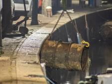 Zwemmer ontdekt vat met onbekende vloeistof in Oudewater