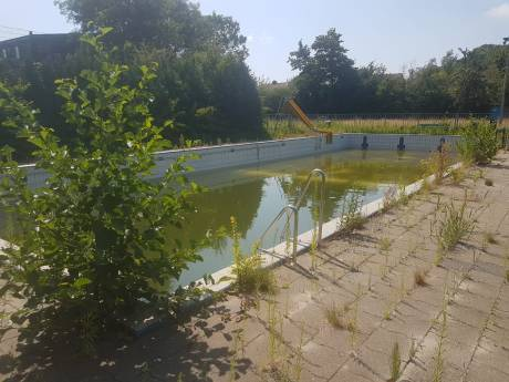Felle reactie op 'vergeten onderhoud' zwembad Arnemuiden: Hele handel is bijna rijp voor de sloop