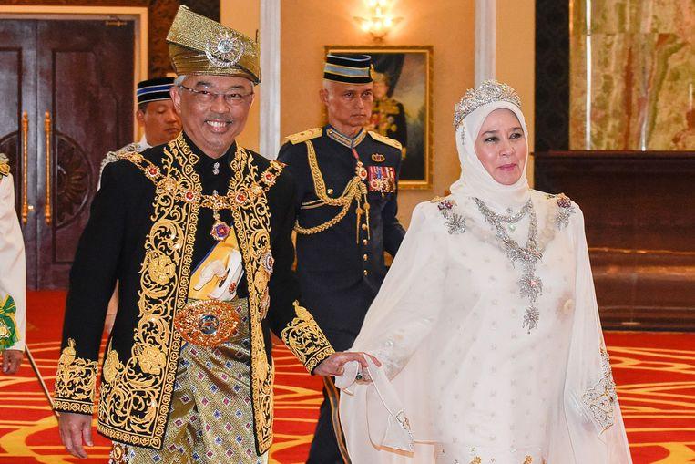 Sultan Abdullah samen met zijn echtgenote. Hij is de nieuwe koning van Maleisië.