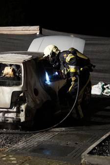 Auto brandt uit aan Beneluxlaan in Vlijmen