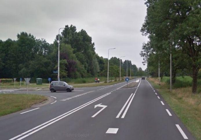 De kruising van de Peeleindseweg (links) en de Gemertseweg (N272) tussen Beek en Donk en Gemert.