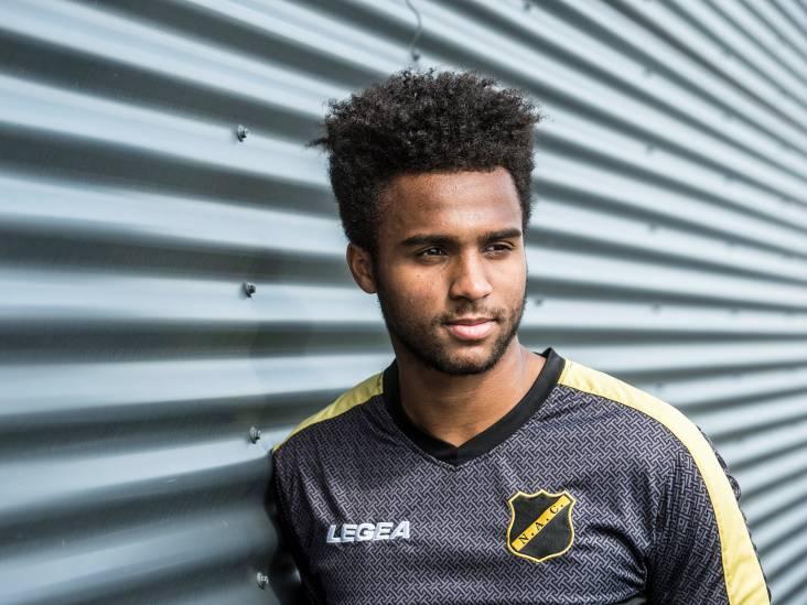 NAC-verdediger Palmer-Brown droomt groot: 'Ik wil kinderen shirts met mijn naam zien dragen'