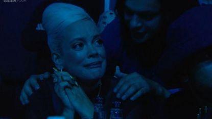 """Lily Allen barst in tranen uit wanneer ze award niet wint: """"Ik ben beroofd"""""""