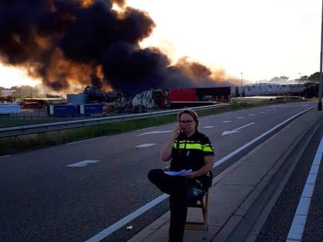 Politie had grote moeite publiek weg te houden bij brand Hapert: afzetlint werd zelfs doorgeknipt