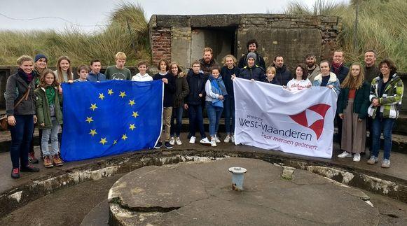 Negen leerlingen van De Bron namen deel aan het project, dat op 8 mei afgesloten werd met de voorstelling van de documentaire op provinciedomein Raversyde
