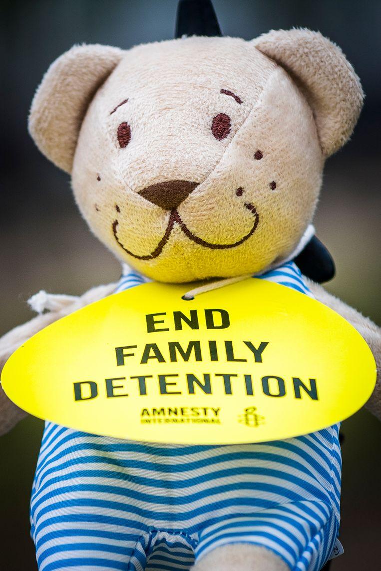 Actie van Amnesty International Belgium tegen opsluiting van gezinnen met kinderen.