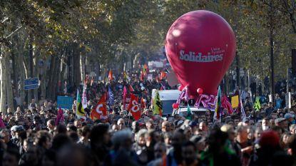 Tienduizenden Fransen protesteren tegen sociaal beleid Macron