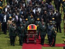 Lege tribunes bij afscheid Robert Mugabe