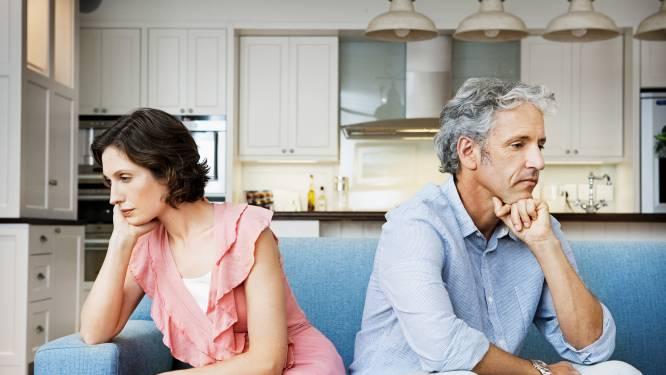 """Kristien (48) voelt zich onzeker bij een latrelatie, maar haar vriend staat erop. """"Samenwonen biedt ook geen garanties"""" zegt relatietherapeut Wim Slabbinck"""