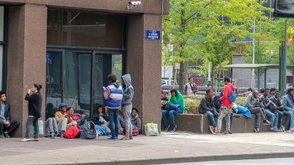 """Burgemeester Brussel: """"Vlaamse parkings worden leeggehaald om migranten te dumpen in Brussel"""""""