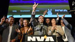 """De Wever triomfantelijk: """"Veel coalities mogelijk, maar geen enkele zonder de N-VA"""""""