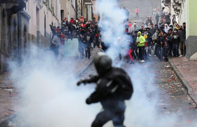 Demonstranten clashen met de ordediensten.