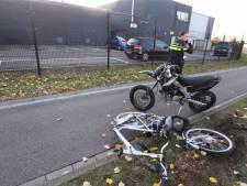 Fietser en scooter rijden tegen elkaar aan in Den Bosch, man per ambulance naar ziekenhuis