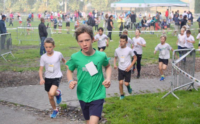 In Gavere liepen de kinderen op het grasveld aan de Sportdreef.
