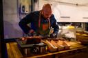 Imro Buth aan het werk met streetfood.