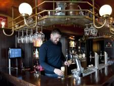 Eigenaar Café Bie Toontje in Holten: 'Van mij mag het elke avond carnaval zijn'