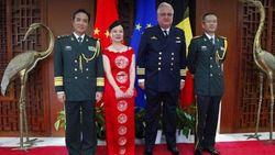 Prins Laurent riskeert (deel) dotatie te verliezen na bezoek Chinese ambassade