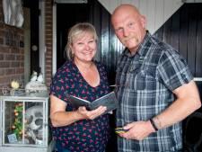 Geocache gastenboek in Almelo: Het geheim van het versierde putdeksel