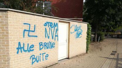 "Moskee beklad met hakenkruis en oproep om op N-VA te stemmen: ""Walgelijke boodschap"""