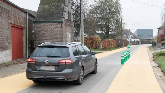 Auto's moeten in Heurne voortaan slalommen tussen fietssuggestiestroken en parkeervakken