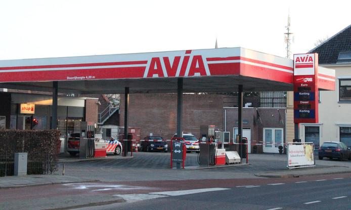Het Avia-tankstation is overvallen door twee gemaskerde mannen.