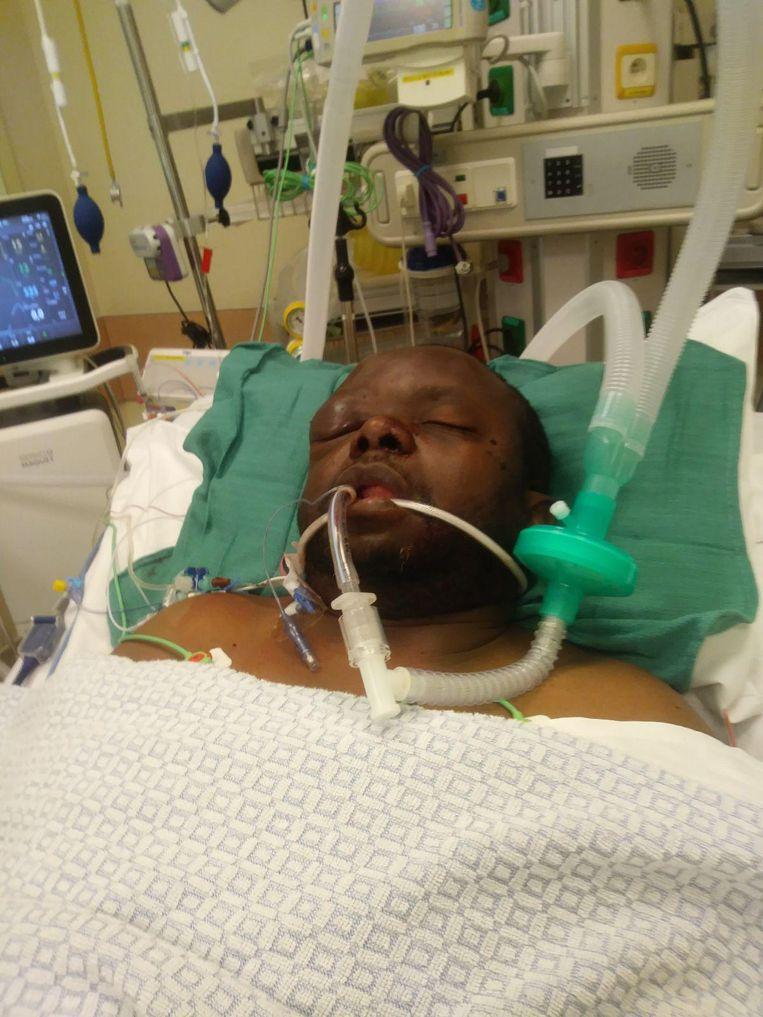 De man ligt nog altijd op intensieve zorgen in het ziekenhuis na de aanval van donderdag.