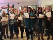 Basisschool Bossche Broek zingt tijdens stakingsdag