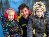 Vader Thomas schaatst 200 km voor Simon (9), die wordt gekweld door 'slijmbeestjes': 'Stoppen zit er voor mij niet in'