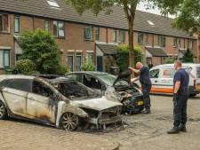 Twee auto's uitgebrand in Houten, vermoeden van brandstichting