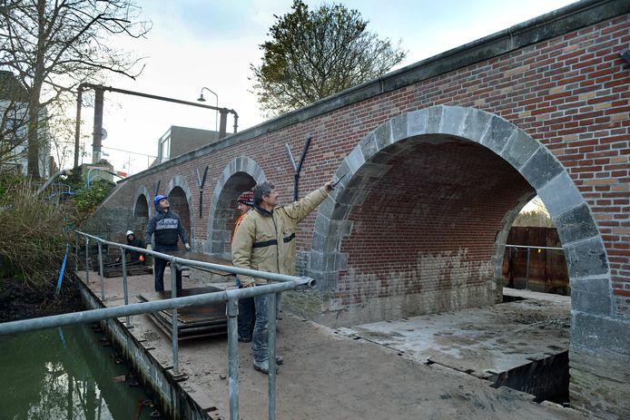De laatste kleine klusjes aan de brug werden donderdag gedaan.