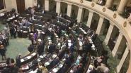 """Taal Aktie Komitee (TAK) duikt op in Federaal Parlement: """"Taalwetgeving blijft een vodje papier"""""""