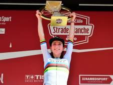 Imponerende Van Vleuten wint uit geslagen positie voor de tweede keer Strade Bianche