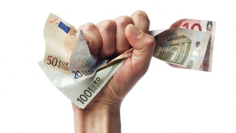 De hoogst gediplomeerden ontvangen maandelijks al snel 500 euro meer dan hun leeftijdsgenoten zonder studieknobbel.