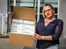 """Dominique (57) verzamelde al meer dan 1.000 mondmaskers voor getroffen woonzorgcentrum in Brugge: """"Alles is beter dan niks doen"""""""