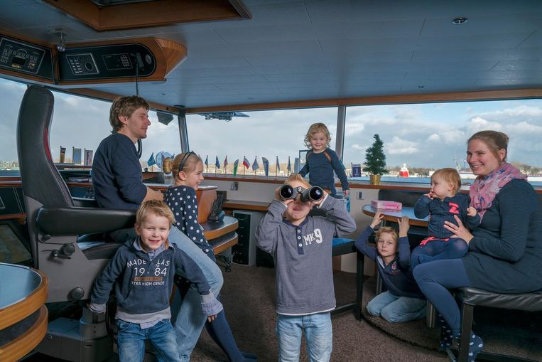 Jozua (33) en Jantina (33) Zeldenrust-de Waal zijn Nederlands Hervormd en hebben zes kinderen. Julia (8), Jesse (6), Joël (5), Jasper (3), Jirsa (2) en Jaïra (1). Jantina is in verwachting van de zevende. Beeld null