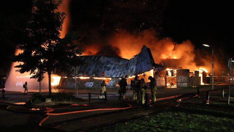 De sporthal in Koog aan de Zaan is door de brand aan het instorten. Beeld AS Media