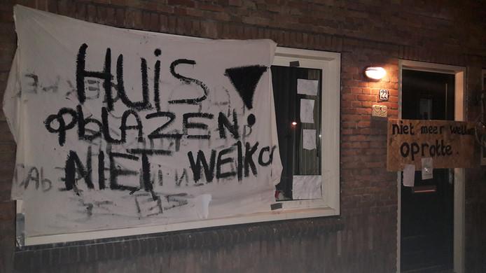 Een vrouw die vorige week in Ondiep dreigde haar woning op te blazen, is niet meer welkom in haar buurt.