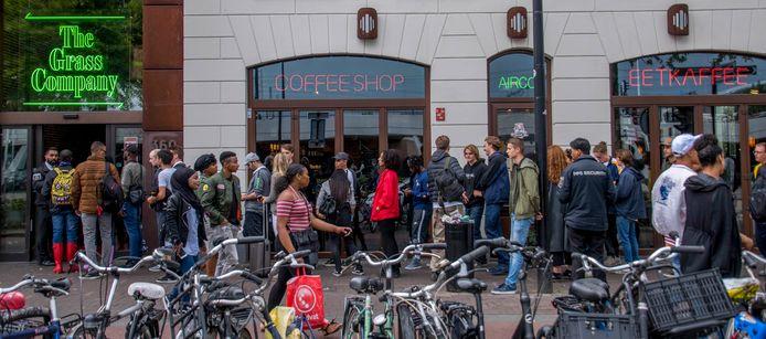 Burgemeester Weterings wil coffeeshops The Grass Company in Tilburg sluiten  | Tilburg e.o. | bd.nl